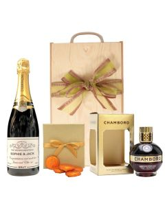 personalised-champagne-and-chambord-with-luxury-chocolates-in-wooden-box