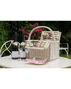 """The """"Hyde Park"""" Picnic Hamper - with 2 Bottles Personalised Prosecco"""