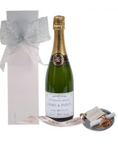 personalised-wedding-champagne-in-white-gift-box