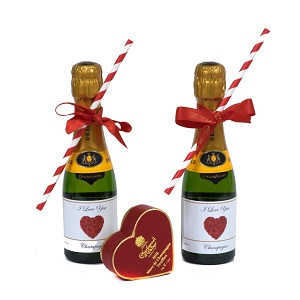 miniature personalisedd champagne bottles with straws