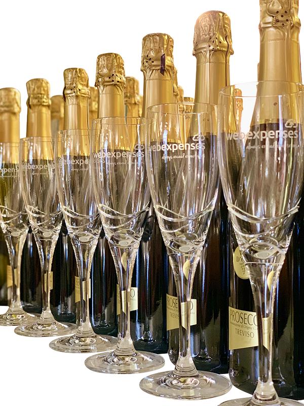 branded-wine-and-branded-flutes